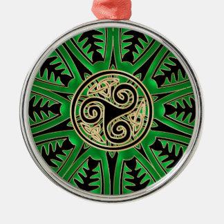 Ornamento verde irlandés de Triskele del Celtic de