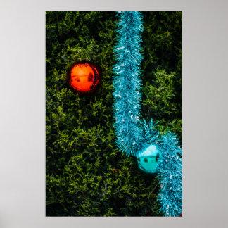 Ornamentos rojos y azules del navidad póster