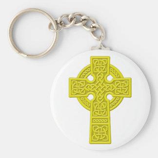 Oro de la cruz céltica llavero redondo tipo chapa