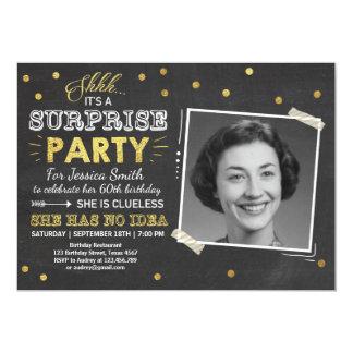Oro de la pizarra de la invitación del cumpleaños