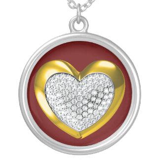 Oro y collar tachonado diamante del corazón