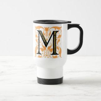 """Oro y taza floral de """"M"""" del negro -"""