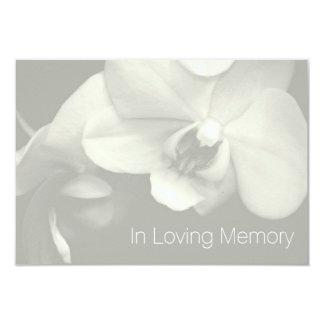 Orquídea en la celebración cariñosa de la memoria invitacion personalizada
