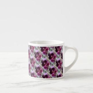 Orquídeas de polilla púrpuras oscuras taza de espresso