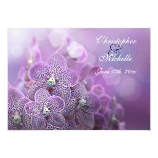 Orquídeas violetas hermosas que casan la invitación 12,7 x 17,8 cm