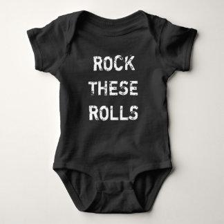 Oscile la camisa divertida del bebé de estos