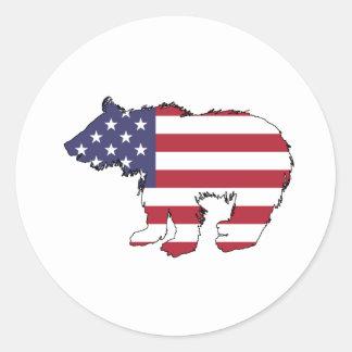 "Oso ""bandera americana "" pegatina redonda"