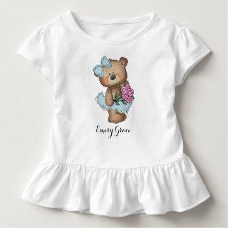 Oso caprichoso de la bailarina con el ramo de la camiseta de bebé