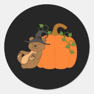 Oso de Halloween Brown con la calabaza Pegatina Redonda