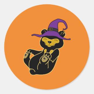 Oso de Halloween Sun con el gorra de la bruja Pegatina Redonda