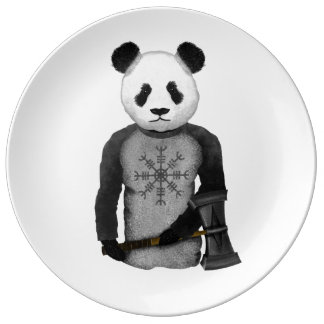 Oso de panda con el martillo de Viking Plato De Porcelana