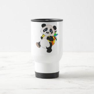 Oso de panda con la mochila taza de viaje