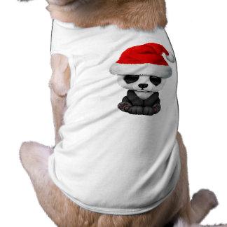 Oso de panda del bebé que lleva un gorra de Santa