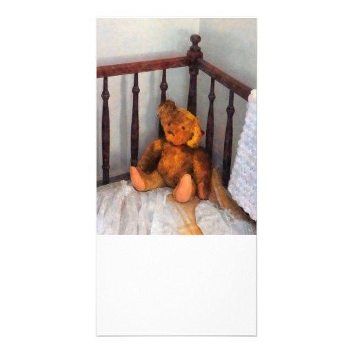 Oso de peluche en pesebre plantilla para tarjeta de foto