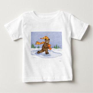 Oso del patinaje de hielo camiseta de bebé