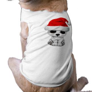 Oso polar del bebé que lleva un gorra de Santa