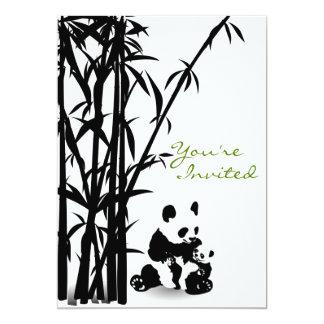 Osos de panda e invitación de bambú de la fiesta