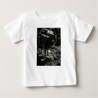 Ovejas de Bighorn de la montaña rocosa, oveja Camiseta De Bebé