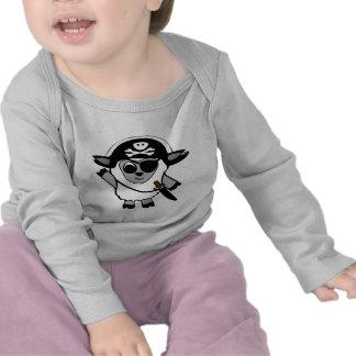 Ovejas del muchacho en traje del pirata camiseta