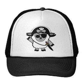 Ovejas del muchacho en traje del pirata gorras de camionero