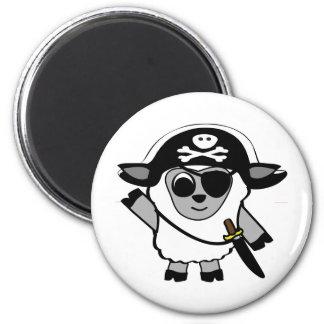 Ovejas del muchacho en traje del pirata imanes de nevera