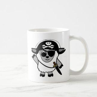 Ovejas del muchacho en traje del pirata taza