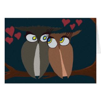 Owls enamorado de abrazo que piensa en usted card felicitación