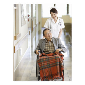 Paciente y enfermera postal