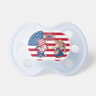 Pacificador americano de los fuegos artificiales d chupete de bebé