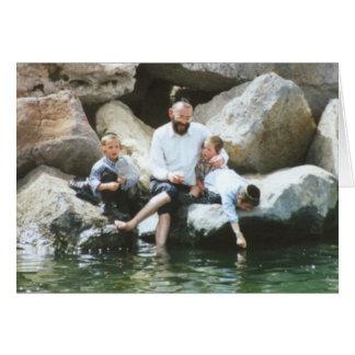 Padre e hijos tarjeta de felicitación