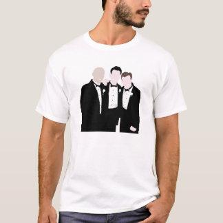 Padrinos de boda en la actitud del lazo negro para camiseta