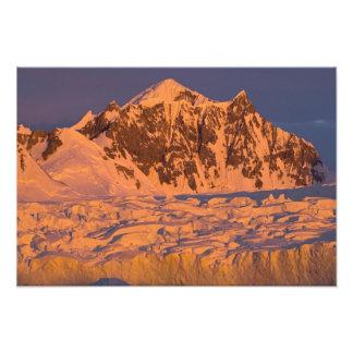 paisaje glacial congelado de la montaña a lo largo arte fotográfico