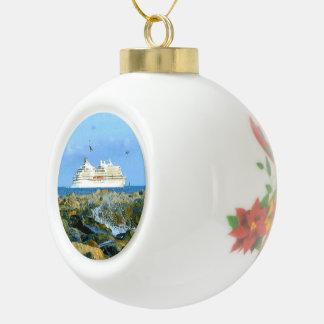Paisaje marino con el barco de cruceros de lujo adorno de cerámica tipo bola