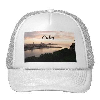 Paisaje urbano cubano gorras de camionero