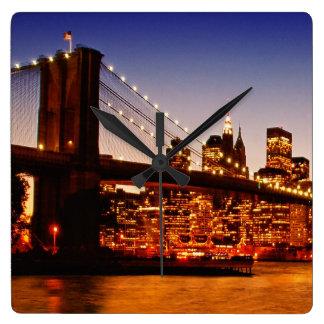 Paisaje urbano de Nueva York con el puente sobre e Reloj Cuadrado