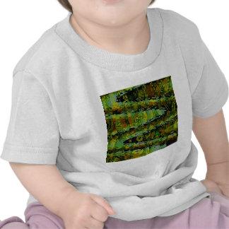 Países de las maravillas - lagunas verde oscuro camisetas