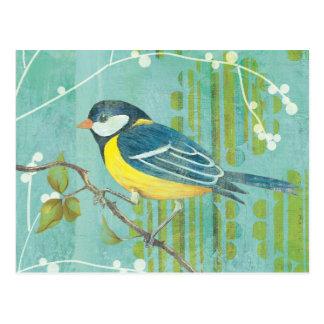 Pájaro azul encaramado en un árbol postal