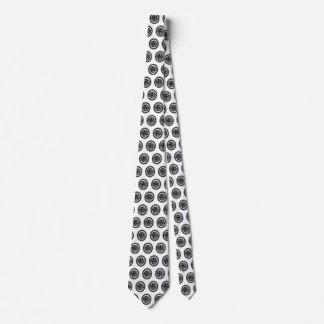 Pájaro céltico en corbata céltica del nudo