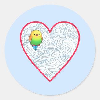 Pájaro de bebé lindo en corazón rojo dulce pegatina redonda