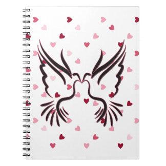 Pájaro del amor en negro con el modelo del amor libretas espirales
