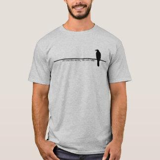 Pájaro en una línea camiseta