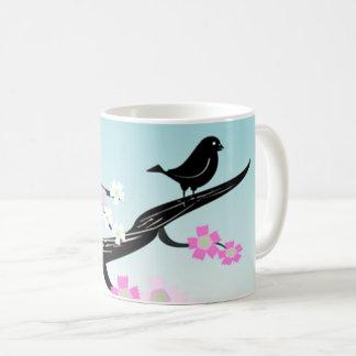 Pájaro negro adorable en la rama Mousepad Taza De Café