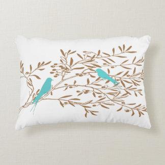 Pájaro y almohada azules de la rama de olivo