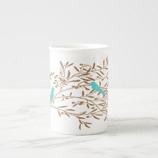 Pájaro y taza azules de la porcelana de hueso de