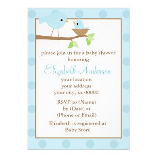 Pájaros azules en una fiesta de bienvenida al bebé
