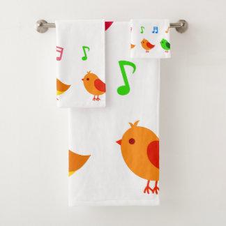 Pájaros de bebé coloridos del canto toalla fijada