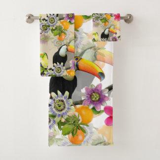 Pájaros de Toucan, flores de la pasión, Plumeria