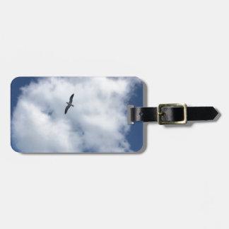 Pájaros en nubes etiqueta para maletas