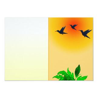 Pájaros en vuelo en la puesta del sol invitación 12,7 x 17,8 cm