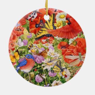 Pájaros, mariposas y ornamento de cerámica de las
